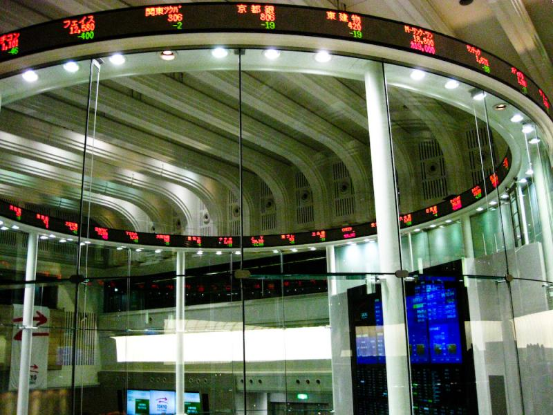 The market centre in the Tokyo Stock Exchange. (Photo via Wikimedia Commons)