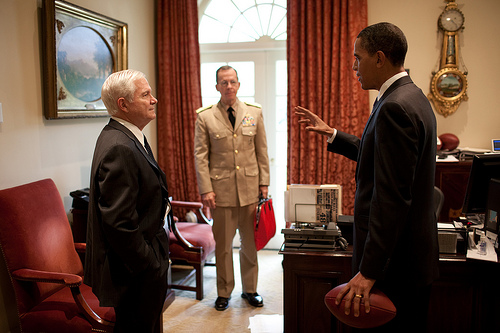 Robert Gates and President Barack Obama (Courtesy of the U.S. Goverment).