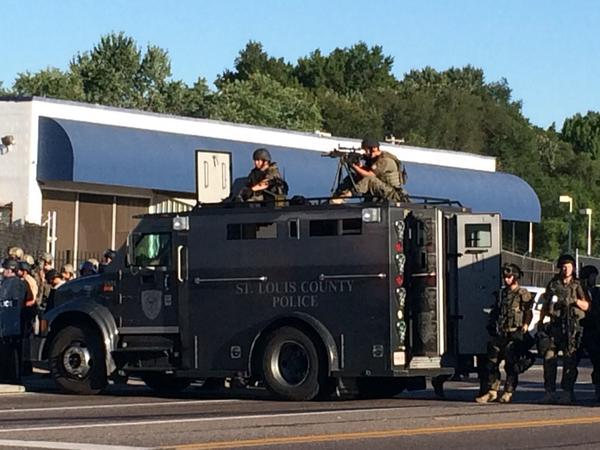 St. Louis County police prepare for standoff with protestors. (@BmoreConetta/Twitter)