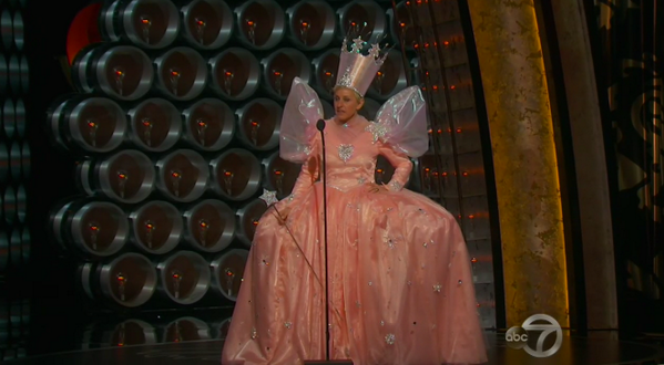 Who is it? Ellen or Glinda? (@BuzzFeedCeleb/Twitter)