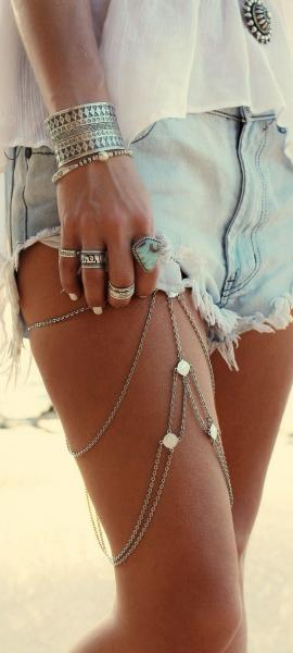 Body chains (Pinterest @bohostyle)