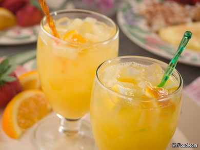 A perfect blend of fruit juices, this punch is a refreshing addition to brunch (Mr. Food/Pinterest).