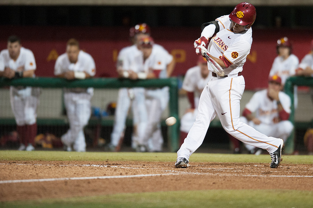 The Trojan bats came alive on Friday night and gave USC a 10-2 victory over WSU. (Neon Tommy)