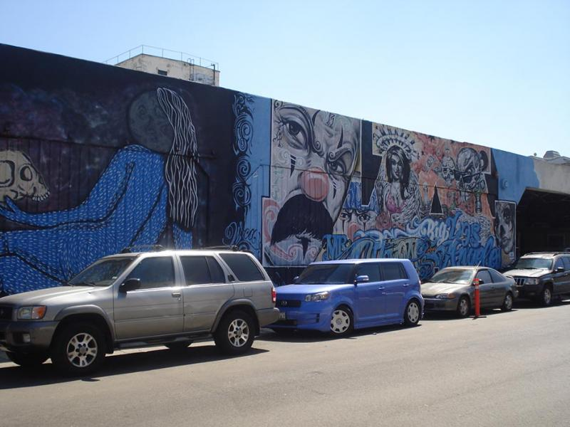 It is legal to paint murals on the walls in Downtown Los Angeles. These masterpieces are key to the aesthetic of the Arts District. (Vanessa Okoth-Obbo/Neon Tommy)