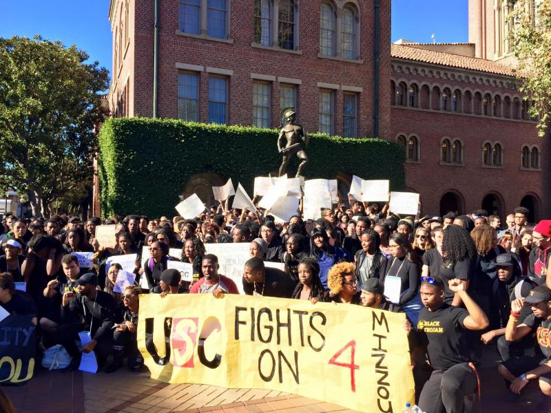 Hundreds of USC students gathered for the rally. (Paolo Uggetti/Annenberg Media)