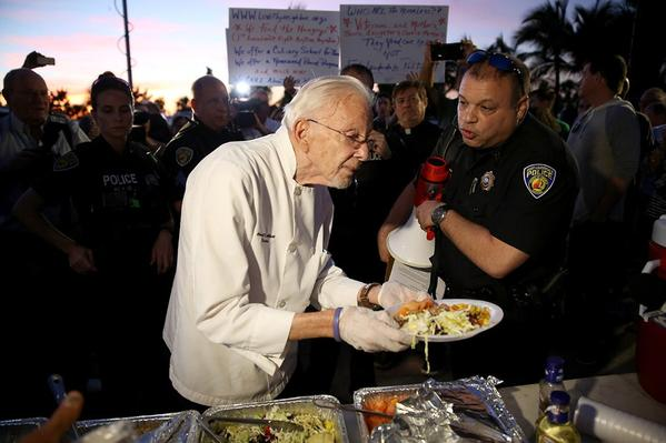90-year-old Arnold Abbott has been arrested three times since Ft. Lauderdale passed anti-foodsharing legislation in October. (@cannibis4fl/Twitter)