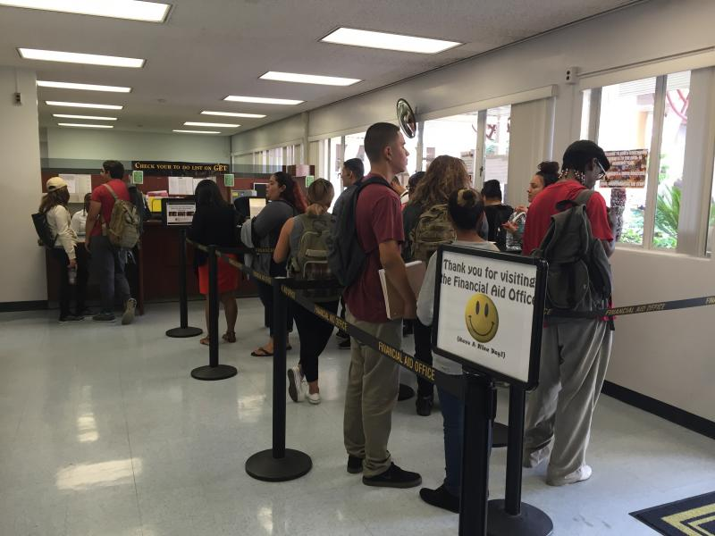 Students at CSULA in line at the Financial Aid Office. (Rasha Ali / Neon Tommy)