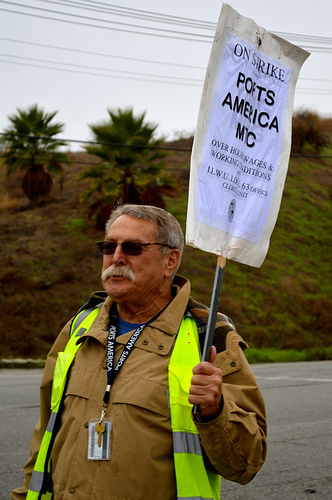A worker walks the picket line last week. (Brianna Sacks/Neon Tommy)