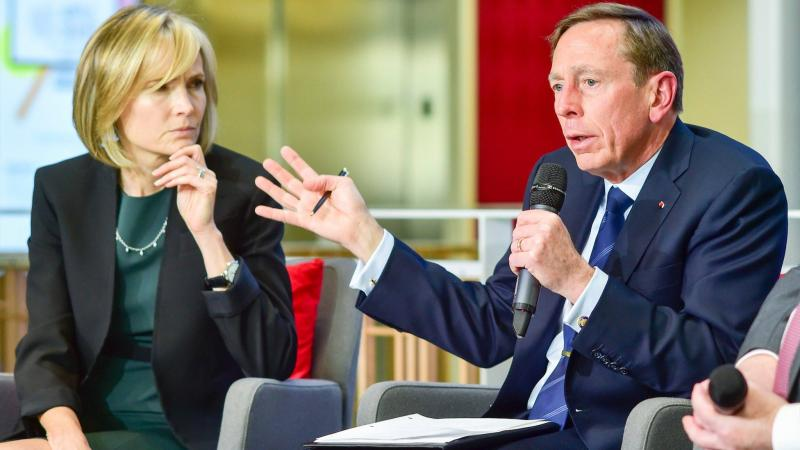 Director of Journalism Willow Bay and General (Ret.) David Petraeus talk on stage.  (Alan Mittelstaedt/Neon Tommy)