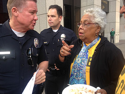 LAPD Sergeant Keenan talks with Beverly Roberts, ACCE Chairperson (Chole Marie Rivera/Annenberg Media).