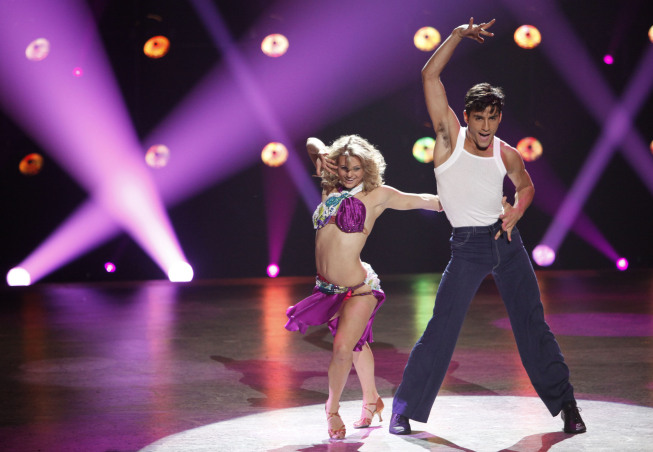 Lauren Froderman (L) and Robert Roldan (R) perform a Samba routine (Courtesy of Fox)