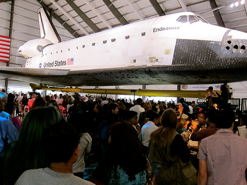 Thousands were present at the unveiling of Endeavor at the California Science Center. (Stassy Olmos/ Neon Tommy)