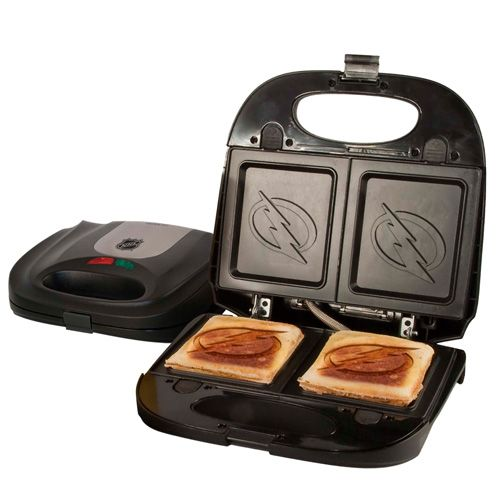 Tampa Bay Lightning sandwich press/waffle maker. (@wayne_chow/Twitter)