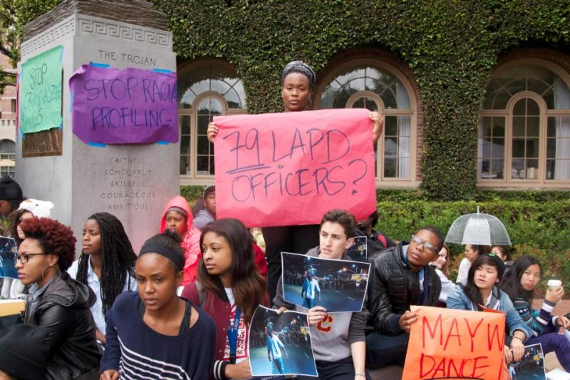 79 police officers showed up early Saturday morning to shut down Nate Howard's party. They told attendees at a different party across the street to stay indoors, despite the fact they were just as loud, said students who were at the scene. (Faith Jessie/ Neon Tommy)
