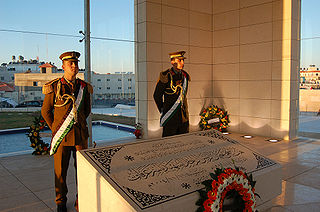 Guards stand by Arafat's tomb. (Wikimedia Commons)
