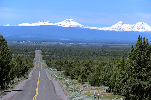 A view from Oregon of the Cascade Mountains.  (Wikimedia Commons)
