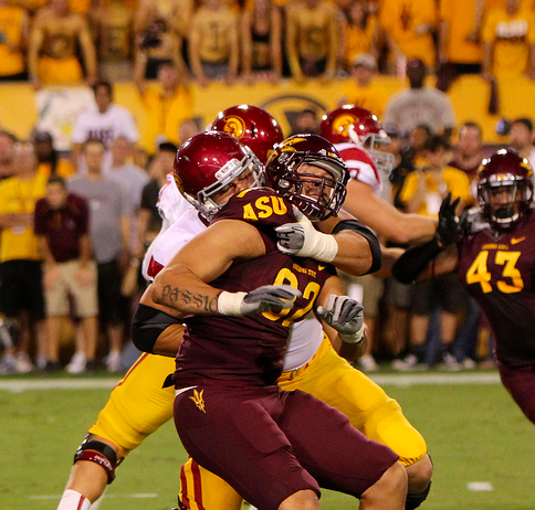 USC's offensive line will try to protect Barkley. (James Santelli/NT)