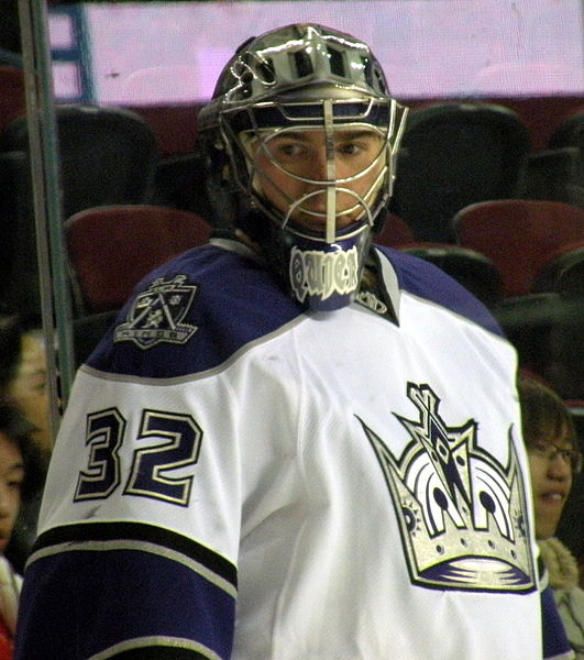 Jonathan Quick is almost single-handedly keeping California in the playoffs (Resolute/Wikimedia Commons)