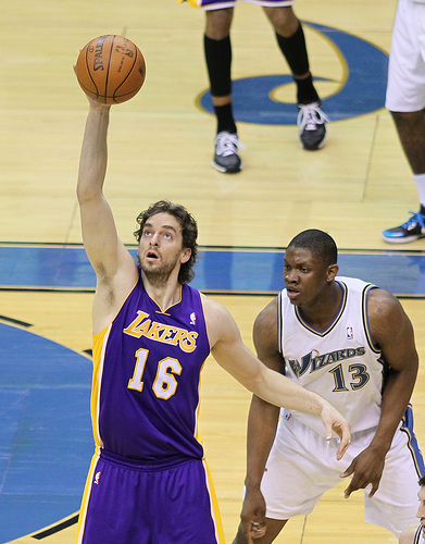 With Kobe Bryant out, Pau Gasol will need to hold down the fort until Bryant's return. (Keith Allison/Creative Commons)