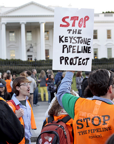Protesters outside the White House, rallying against the Keystone XL pipeline expansions, Nov. 6, 2011 (Creative Commons).