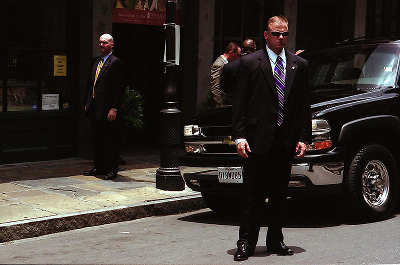 Secret Service agents stand guard in New Orleans, June 2006. (Chuck Patch/Wikimedia Commons)