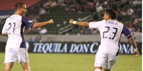 Paulo Jr. celebrates his goal with teammate Luis Gil. (Salomon Fuentes/Neon Tommy)