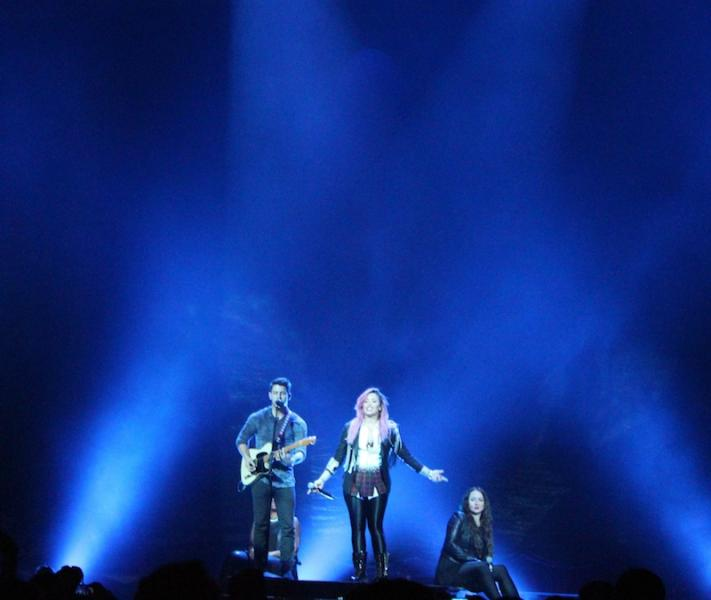 Demi Lovato and Nick Jonas performing at the Honda Center (Neon Tommy/Kathy Zerbib).