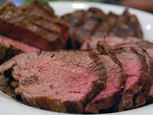 Once topped with a savory sauce, these beef fillets will be irresistible (avlxyz / Flickr).