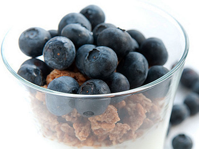 Yogurt, granola, egg whites and fruits can be components of any lunch (Pen Waggener / Creative Commons).
