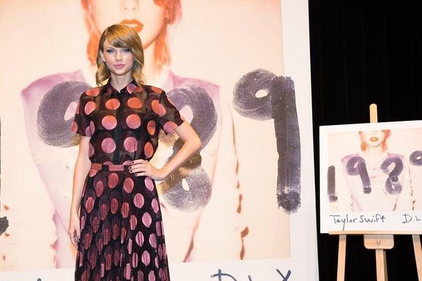 "Taylor's Swift's ""1989"" is the only album so far to have gone platinum in 2014. (@AlterThePress / Twitter)"
