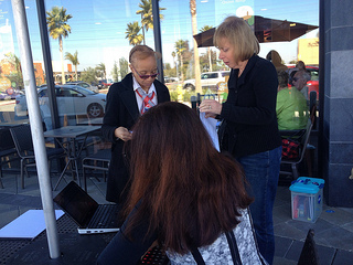 "L.A. member of OFA is persuading people to join in ""Letter Writing to Congress"" (Zhao Chen/Neon Tommy)."