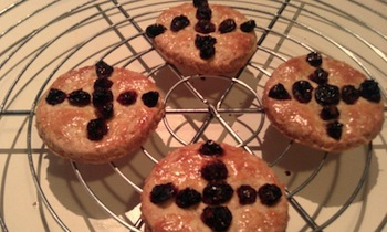 Soul cakes were offered to spirits on Samhain (Creative Commons/Flickr)